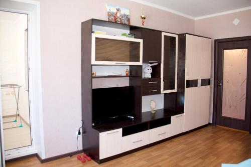 A television and/or entertainment center at Apartment on Molodezhnaya 7