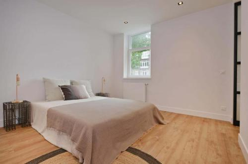 A bed or beds in a room at 2 bedroom apartment