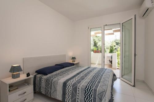 A bed or beds in a room at Seaside Studio