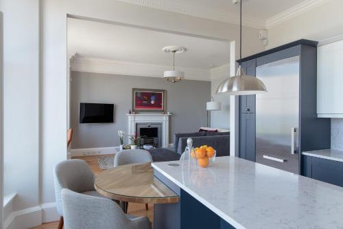 Kuhinja oz. manjša kuhinja v nastanitvi 30B The Scores - 2018 luxury sea view apartment