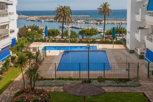 A view of the pool at Estepona Marina or nearby