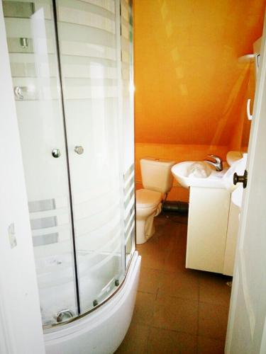 Kupatilo u objektu Mini-Hotel on Borovskaya 143