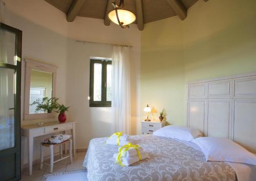 Ένα ή περισσότερα κρεβάτια σε δωμάτιο στο Βίλες Ασπλάθια