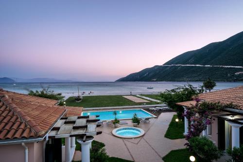 Θέα της πισίνας από το Aktes villas ή από εκεί κοντά