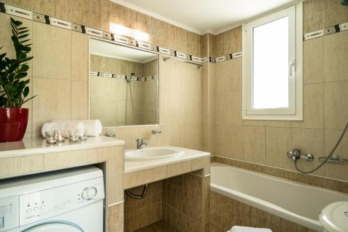 Ένα μπάνιο στο Aktes villas