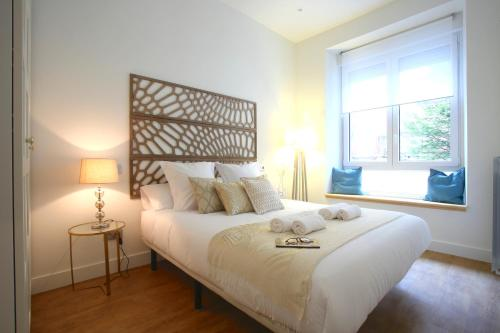 A bed or beds in a room at Prim Suite Apartment
