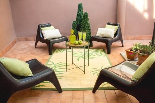 A seating area at Apartment Rome & More