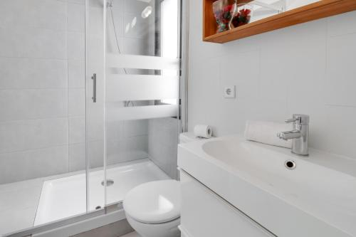 A bathroom at Sunny Apts in Vallcarca