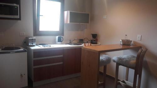 A kitchen or kitchenette at Apart Villa Huapi