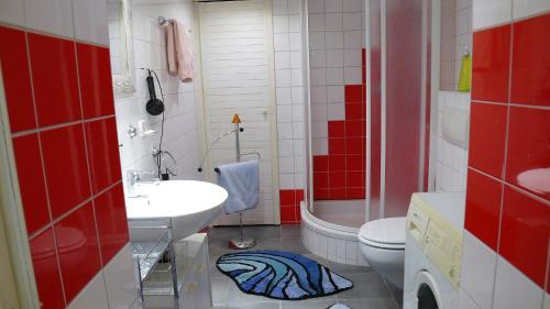 A bathroom at Villa Fewo 1