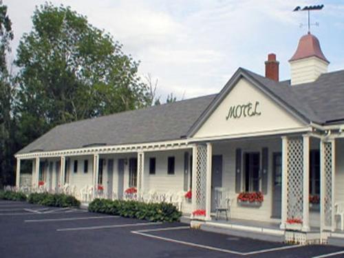 Eden Village Motel and Cottages