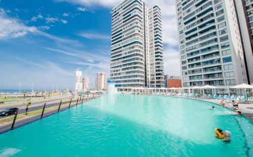 The swimming pool at or near Apartamento en Condominio Mar Egeo