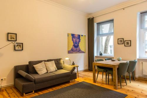 A seating area at Berlinappart - Prenzlauer Berg Apartment with Garden View