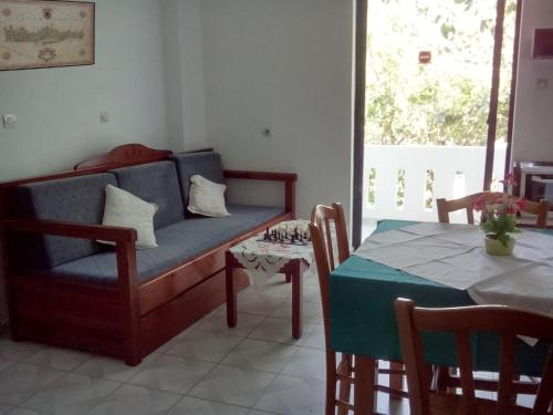 A seating area at Emilia Apartments