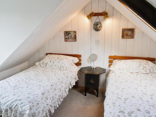 A bed or beds in a room at Rosscot
