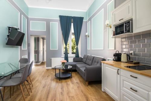 A kitchen or kitchenette at Domles Apartments