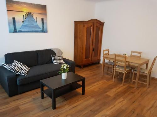 A seating area at Excellent 2 bed Apartment 12 mins from Center