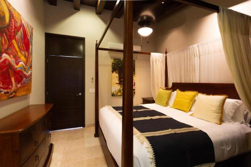 A bed or beds in a room at Pinnacle Resorts 180