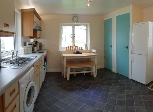 A kitchen or kitchenette at Badarroch Cottage