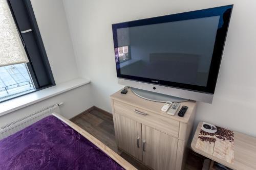 Телевизор и/или развлекательный центр в апартаменты-Площадь 1905г