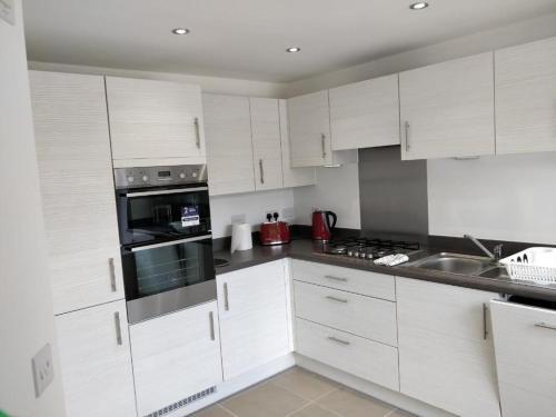A kitchen or kitchenette at Samphire Close