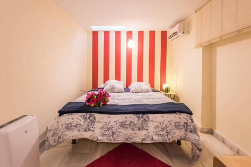 A bed or beds in a room at 1.-LATE CHECK IN, PARKING, WIFI WELCOME FOR FREE!