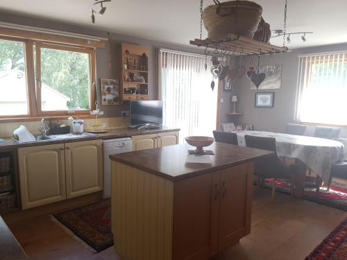 A kitchen or kitchenette at Heather Bank