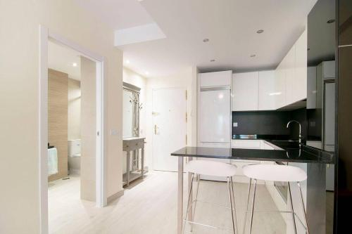 A kitchen or kitchenette at Beautiful Apartment next to Santiago Bernabeu