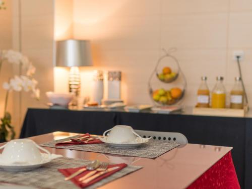 A kitchen or kitchenette at Luz de Fátima - Alojamentos