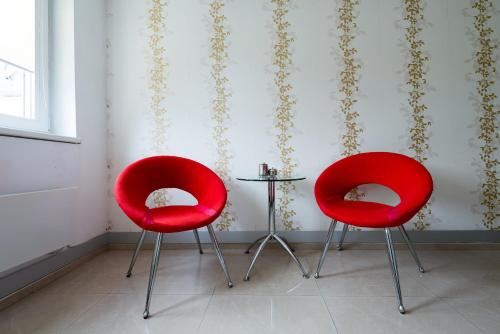 A seating area at Paradise Apartment