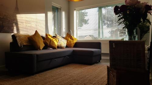 A seating area at New Contemporary Flat minutes from Airport & NEC