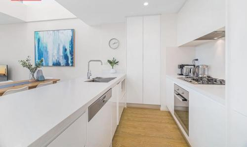 A kitchen or kitchenette at The Allengrove – Exec 1 bed (MACALN2)