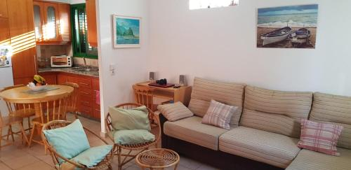 A seating area at Rosa Private Apt. near beach/wifi free.