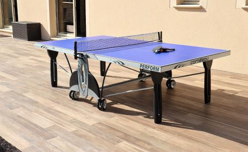 Ping-pong facilities at Jet d'eau or nearby
