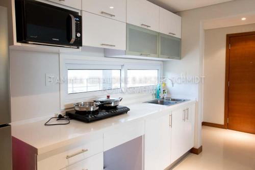 A kitchen or kitchenette at Asunción Rent Suites Santa Teresa