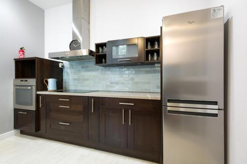 A kitchen or kitchenette at Loretańska apartament