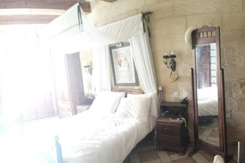 A bed or beds in a room at Malta. Zabbar 600 Year Old House of Character