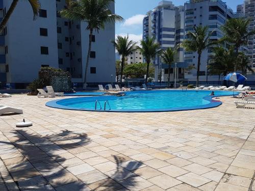 The swimming pool at or near Apartamento Beira Mar
