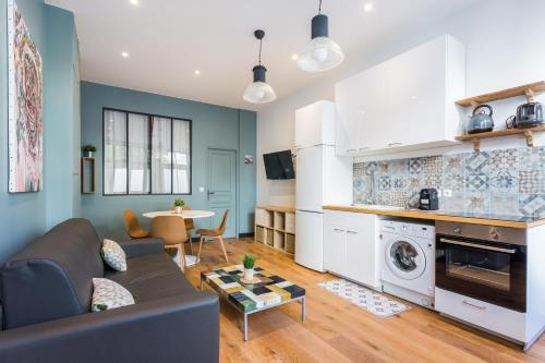 A kitchen or kitchenette at CMG Sacré Coeur/ Ramey I