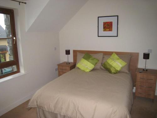 Llit o llits en una habitació de Pairc Na Gloine Holiday Homes