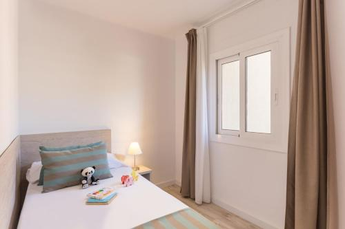 A bed or beds in a room at Pierre & Vacances Estartit Playa