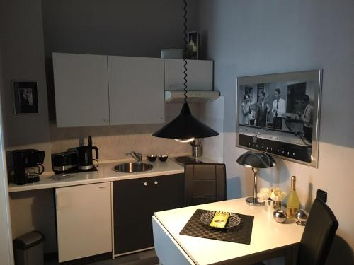 A kitchen or kitchenette at Appartementhaus Klingebiel