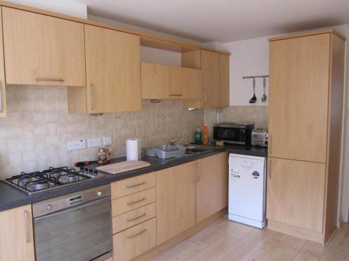 A kitchen or kitchenette at River Walk Inverness