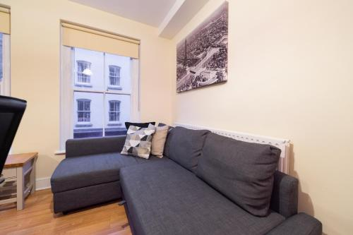 A seating area at PML Apartment Soho