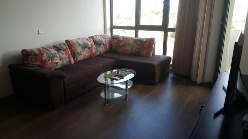 A seating area at Апартамент Тройката