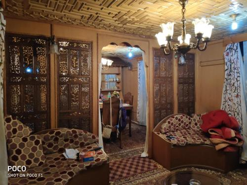 Hotel Houseboat Quebec, Srinagar, India - Booking com