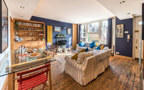 Artistic And Soulful Carnaby Street Movie Pad