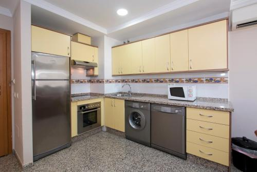 A kitchen or kitchenette at Apartamentos Nuriasol