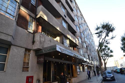Chelsea Cloisters Apartment