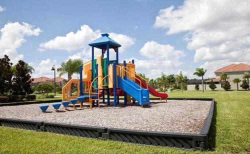 A área de jogos para crianças em Paradise Palms-4 Bed Townhome w/Splashpool-3035PP